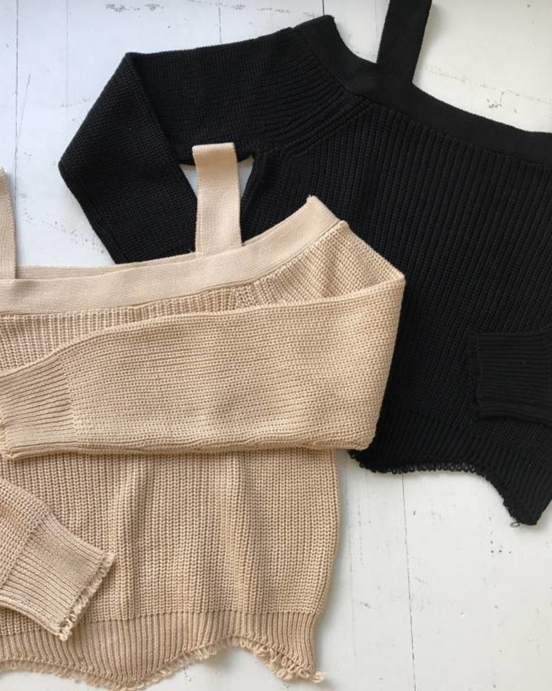 Dance  & Marvel DMW1218 crop sweater w/ scallop hem