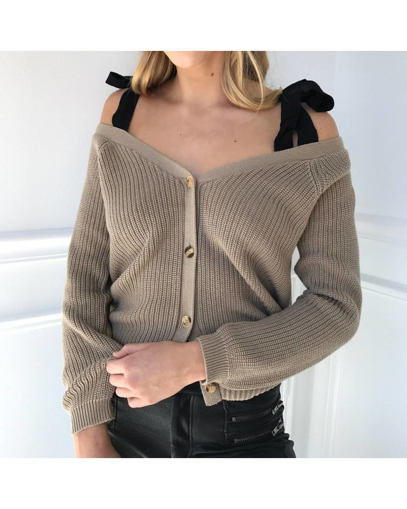 AT02684 knit cold shoulder w/bow