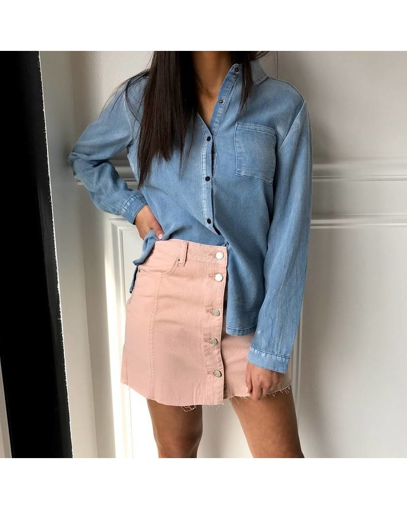 vt13436 ruffle back denim blouse