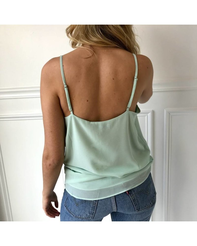 St110738 strappy top