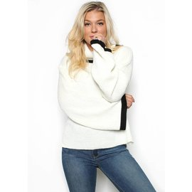 ZOEY BELL SLEEVE SWEATER