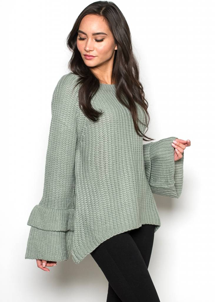 LUCKY TIERED SLEEVE SWEATER
