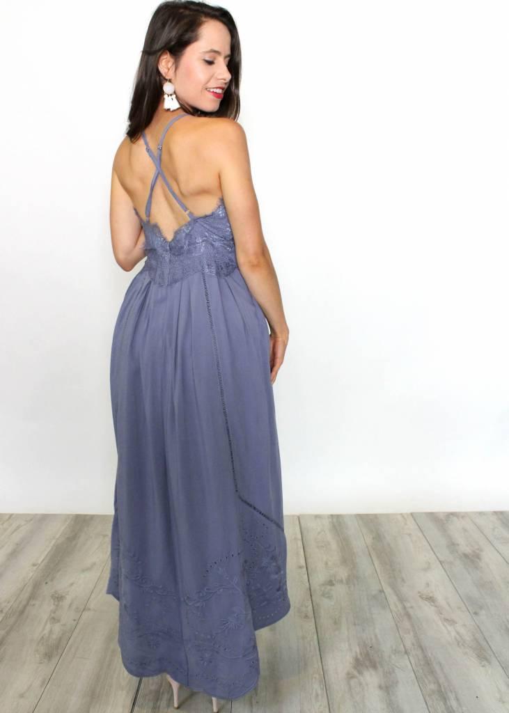 FAIRYTALE LACE MAXI DRESS