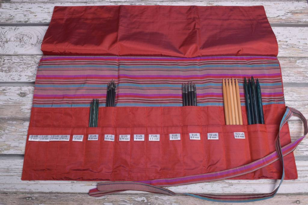 Della Q Double Point Needle Roll 158-1, 4 Red Stripe