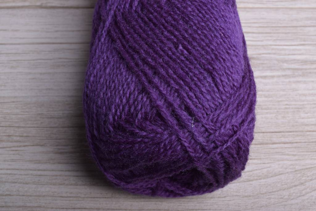 Rauma Finullgarn 442 Dark Royal Purple