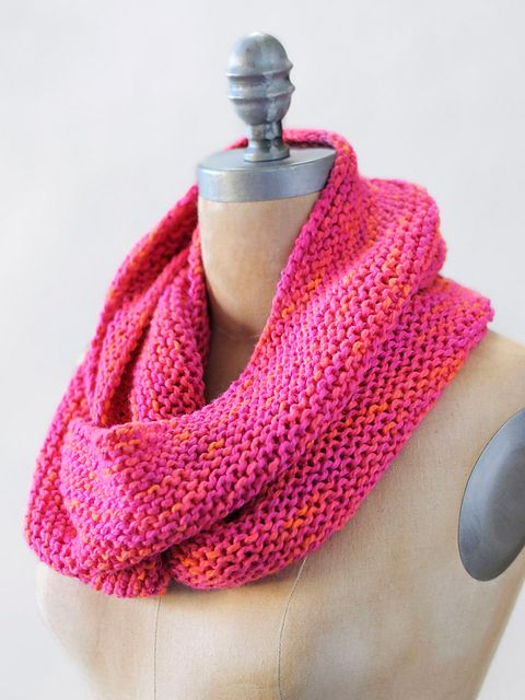 Wool & Co. Feature Pattern of the Week - Elizabeth Cowl