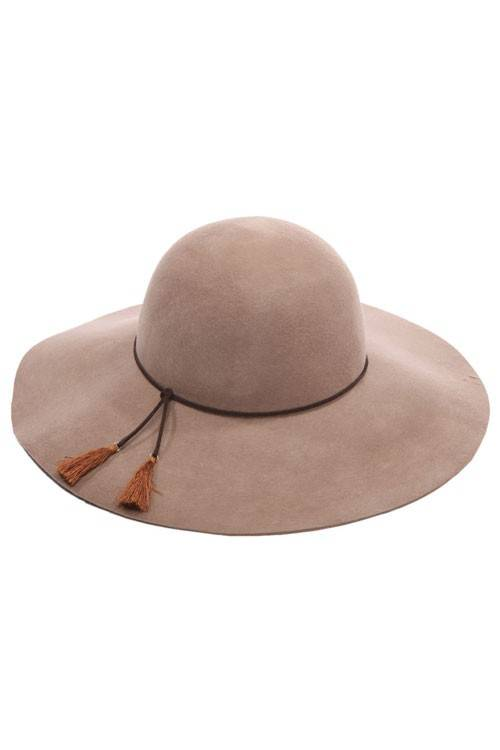 FLOPPY TASSEL HAT