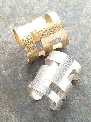 Trend Wide hammered cuff