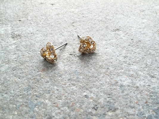 Stud Sparkling gold knots