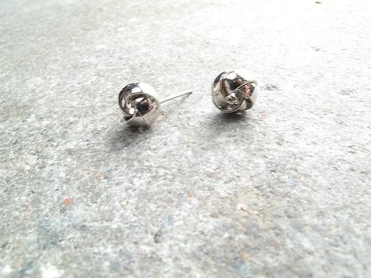 Stud Mini silver knot stud