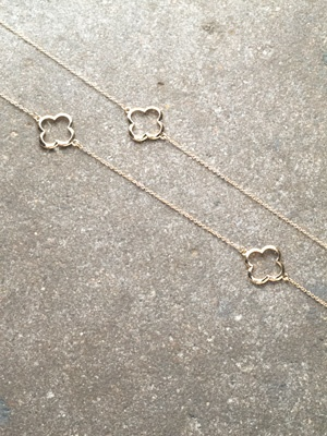 Long Clover outline necklace