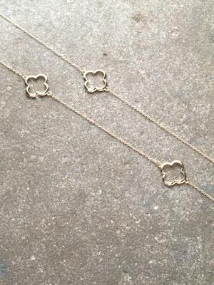 Long Clover outline necklace