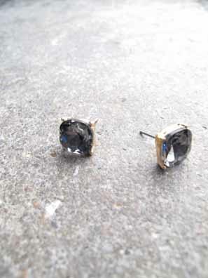 Accessories Cube shaped rhinestone stud