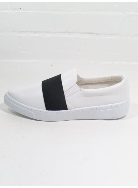 Casual White slip on sneaker with elastic strap