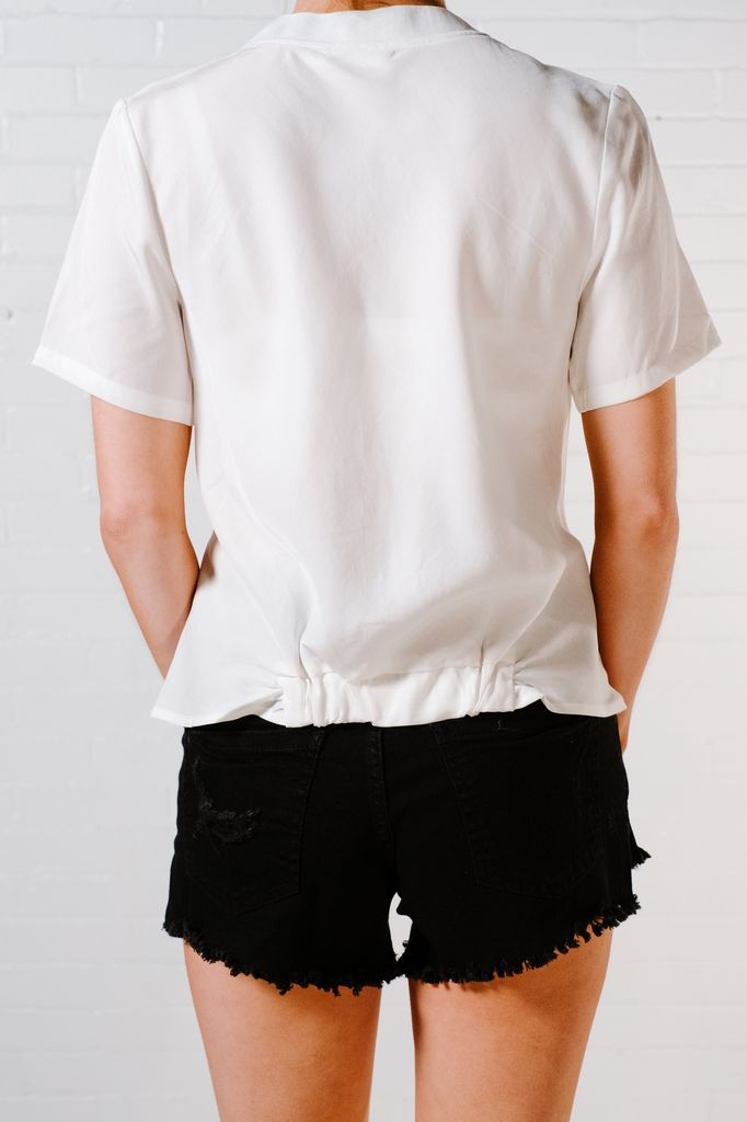 T-shirt White knot front dressy tee