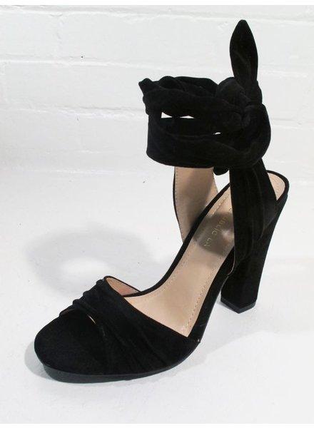 Pump Black lace up pump