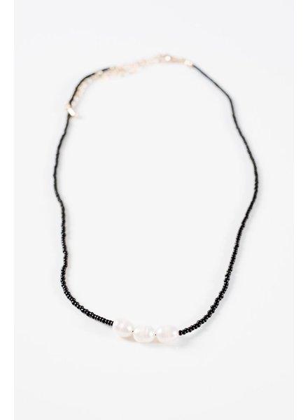 Choker Black bead triple pearl choker