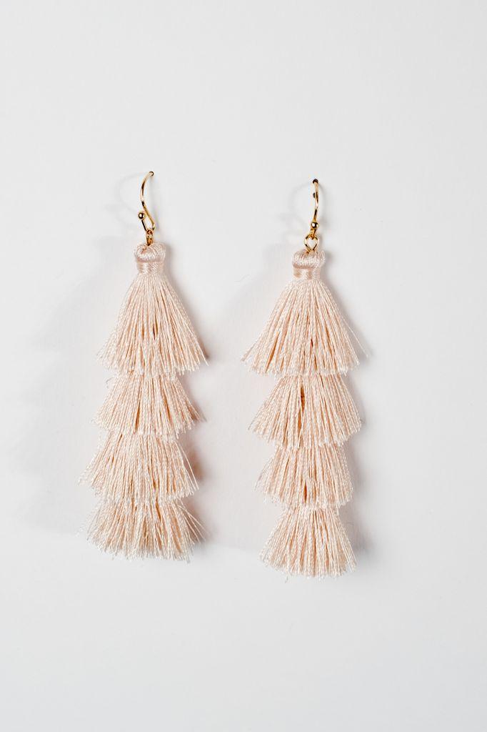 Trend Cream tier tassel earrings