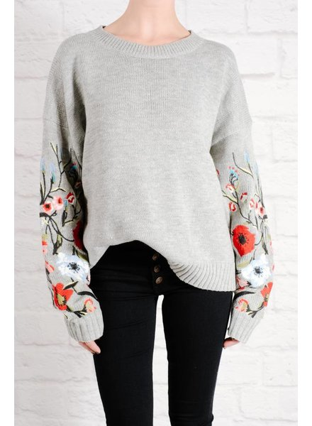 Sweater Embroidered sleeve sweater