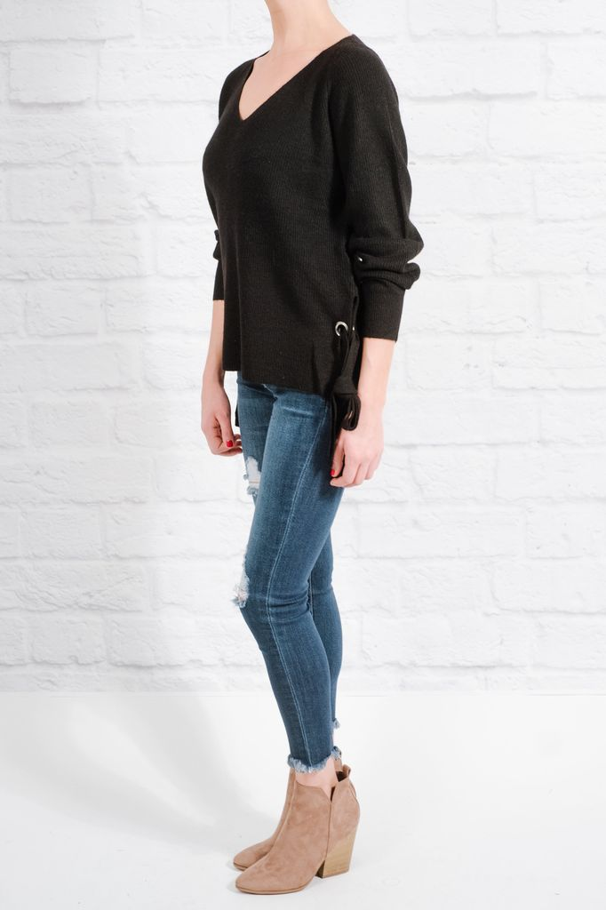 Sweater Black side slit and rivet sweater