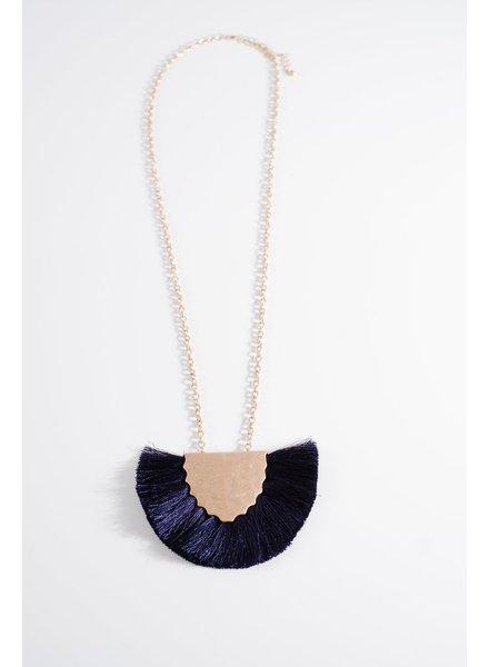 Trend Navy fringe trend necklace
