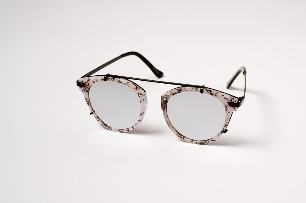 Sunglasses B&W mirrored floating pilots