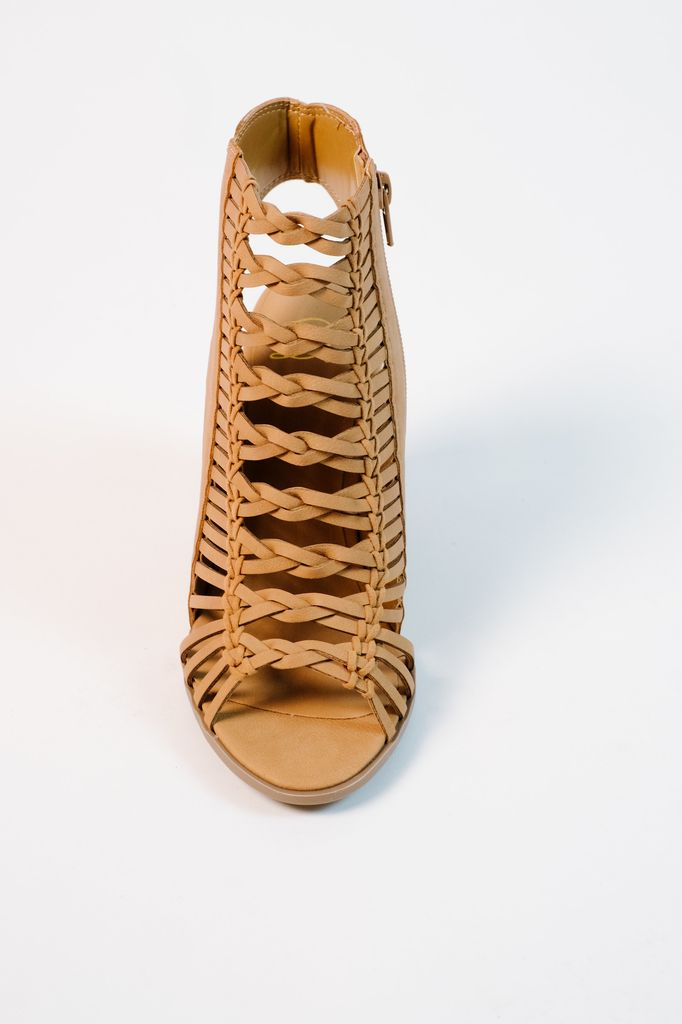 Wedge Braided caged shoe