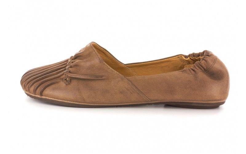 Chocolat Blu cam flat in camel leather