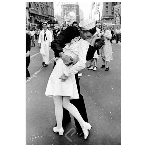 Poster - Kissing on VJ Day - Eisenstaedt - Alfred - May 8 1945