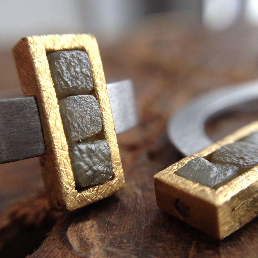 raw diamond alignment . ring