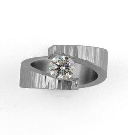 'stars cross' tension-setting, 6mm FB Moissanite . ring (sz:6.25)