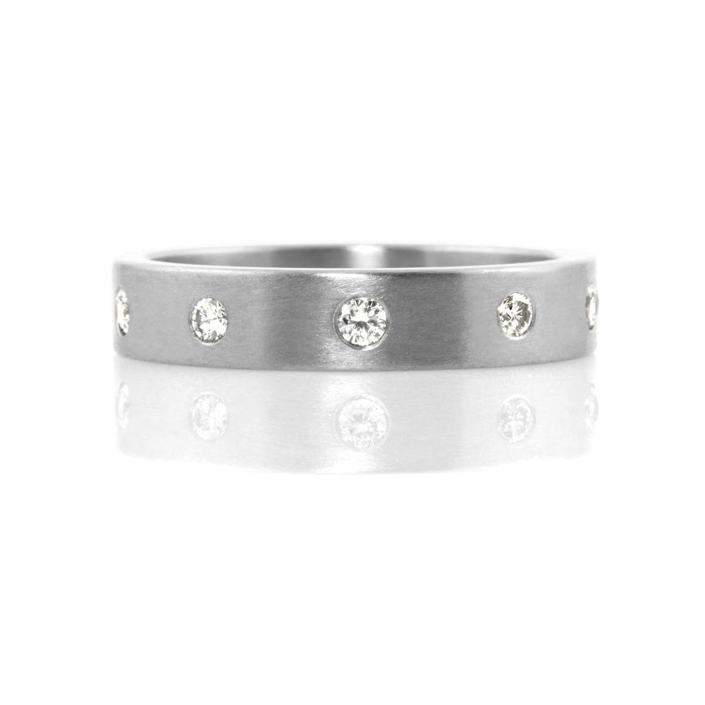flush-set gemstone setting . ring