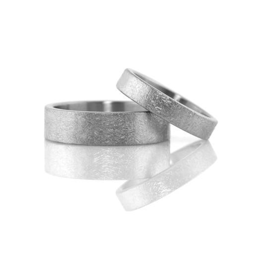rustic finish narrow band . ring (sz: 7)