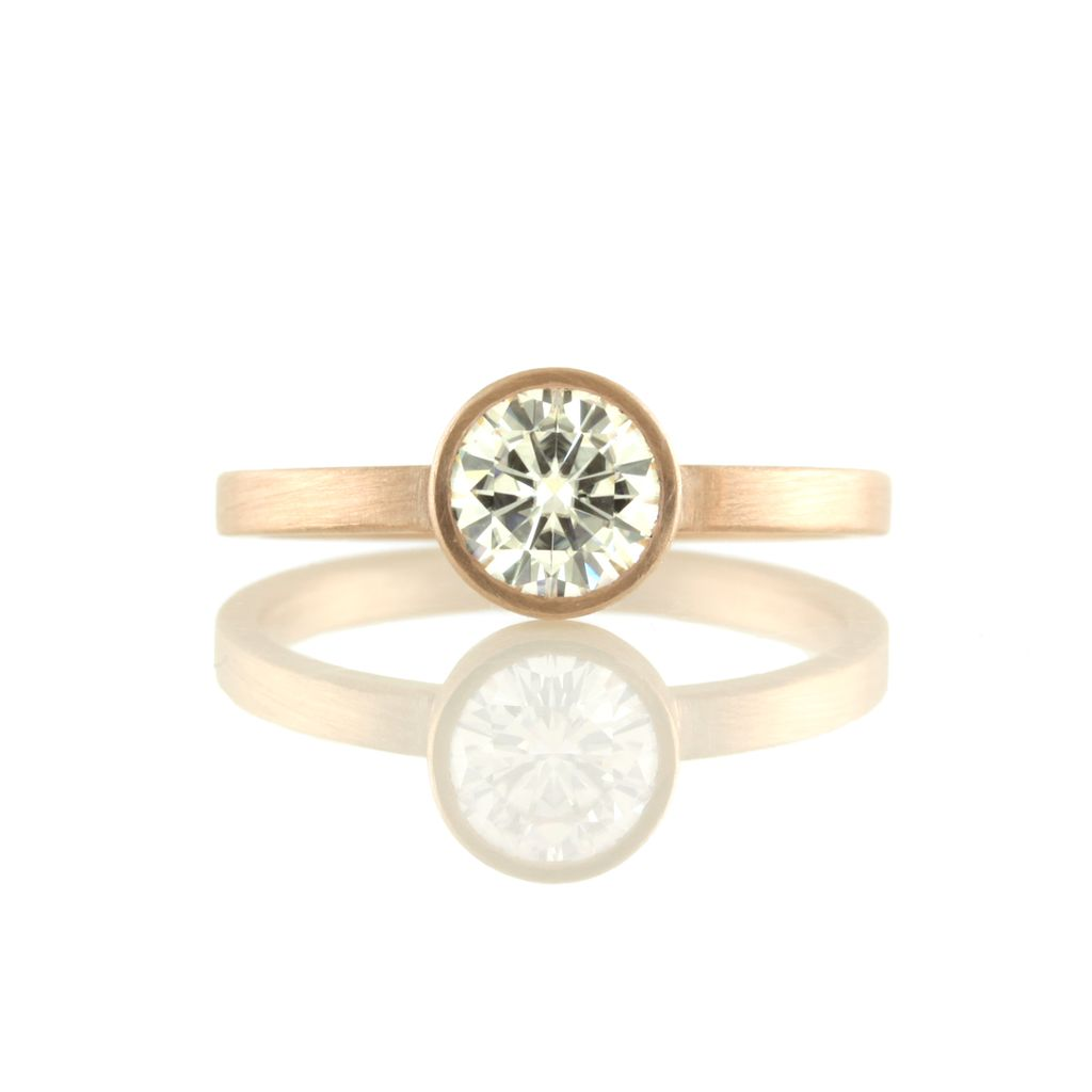 rose gold solitaire w/ 6mm Moissanite . ring (sz: 7)