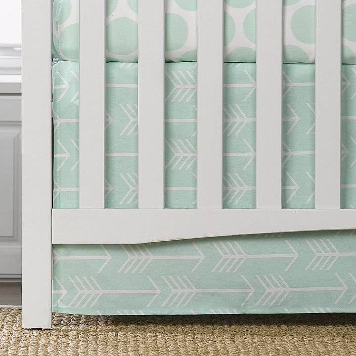 "Liz and Roo Crib Skirt 17"" - White Arrows on Mint"