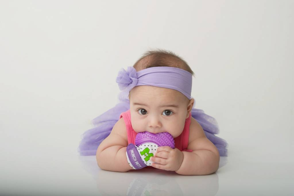 Munch Baby Inc. Munch Mitt - Purple Shimmer