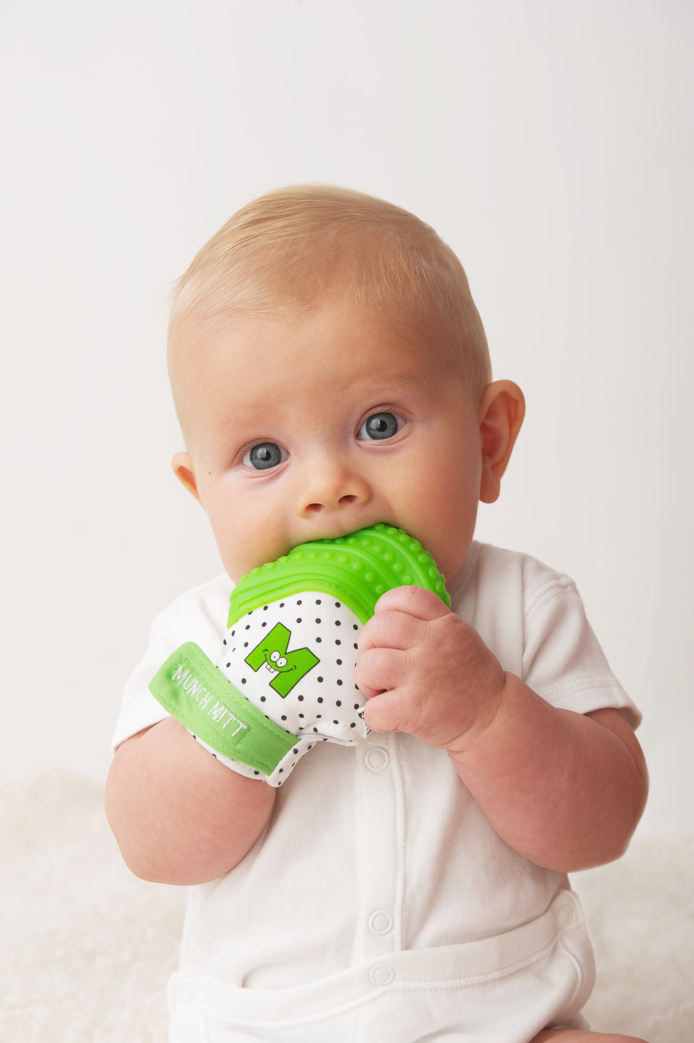 Munch Mitt Teether in Green