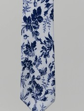 Robbins & Brooks Cotton Tie- White Design w/ Navy Leaf
