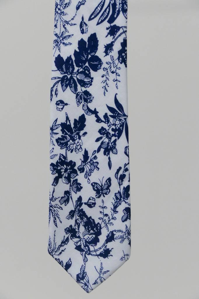 Robbins & Brooks Cotton Tie- White Design w/ Navy Leaf
