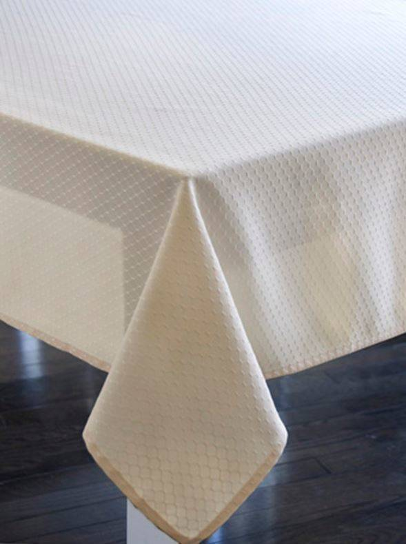 Delightful Harman Royal MF Ivory 60X90 Tablecloth