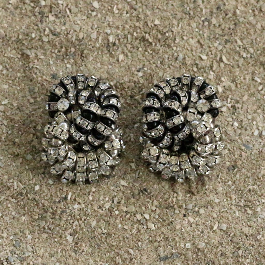 Jewelry FMontague: Baghera Infinity Loops in Black & Crystal