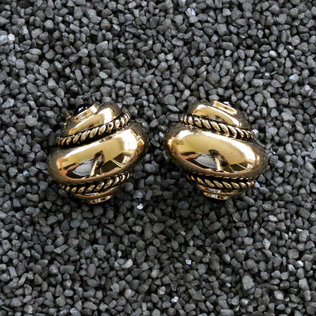Jewelry VCExclusive: Gold Shell