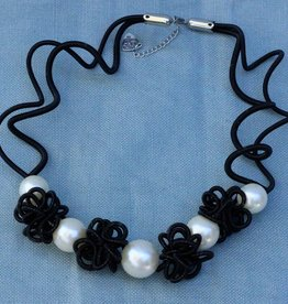 Jewelry VCExclusives: Pauline Pearl and Black