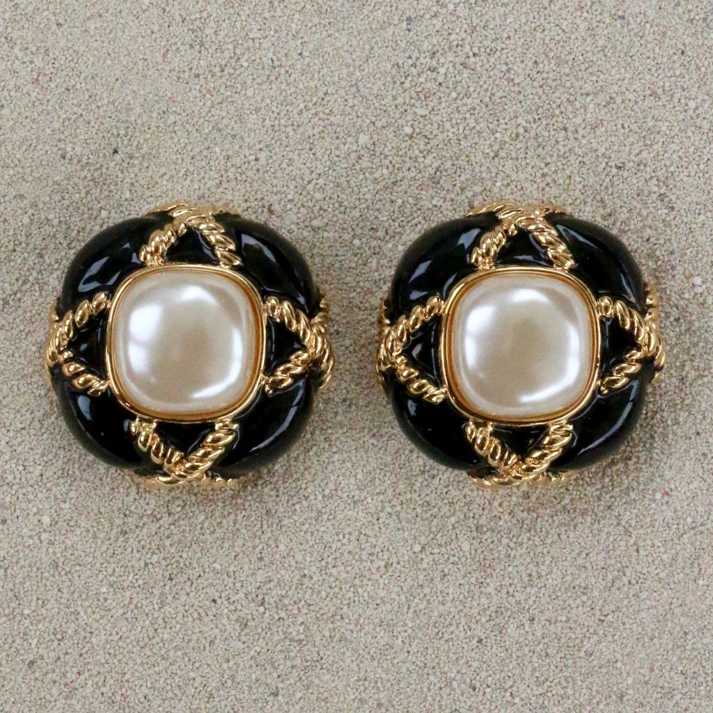 Jewelry VCExclusives: Fancy Button Blsck with Pearl Center