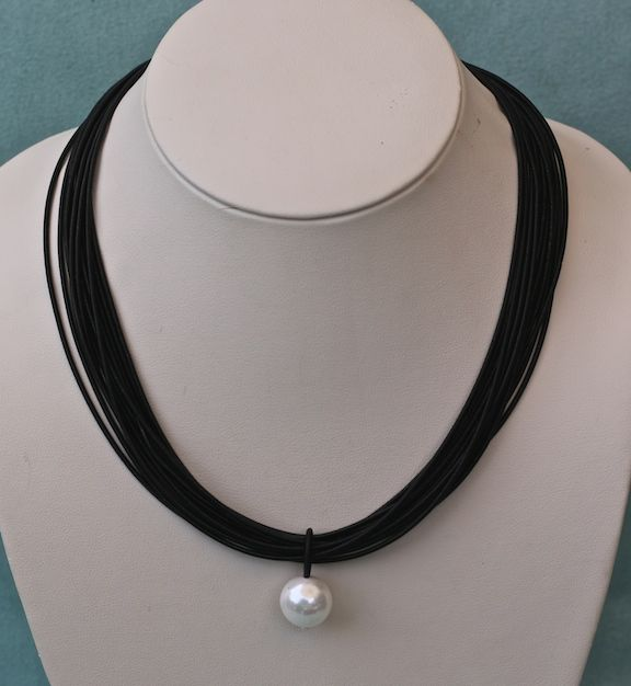 Jewelry VCExclusives: Single Pearl Drop With Black
