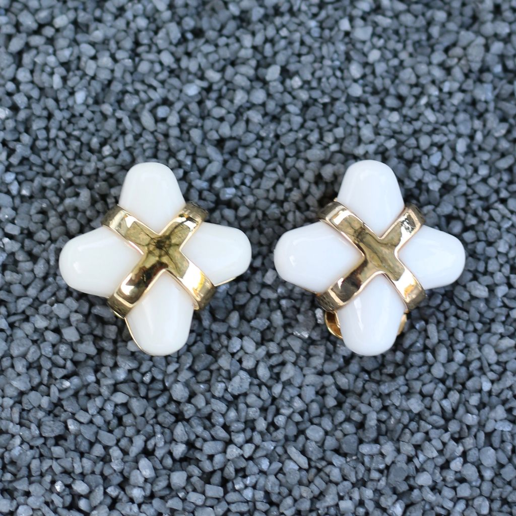 Jewelry VCExclusives: Little Package / White