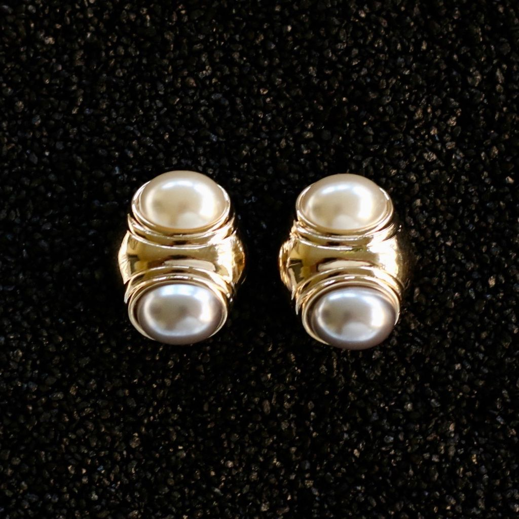 Jewelry VCExclusives: Cindy White & Off White Pearl Pierced