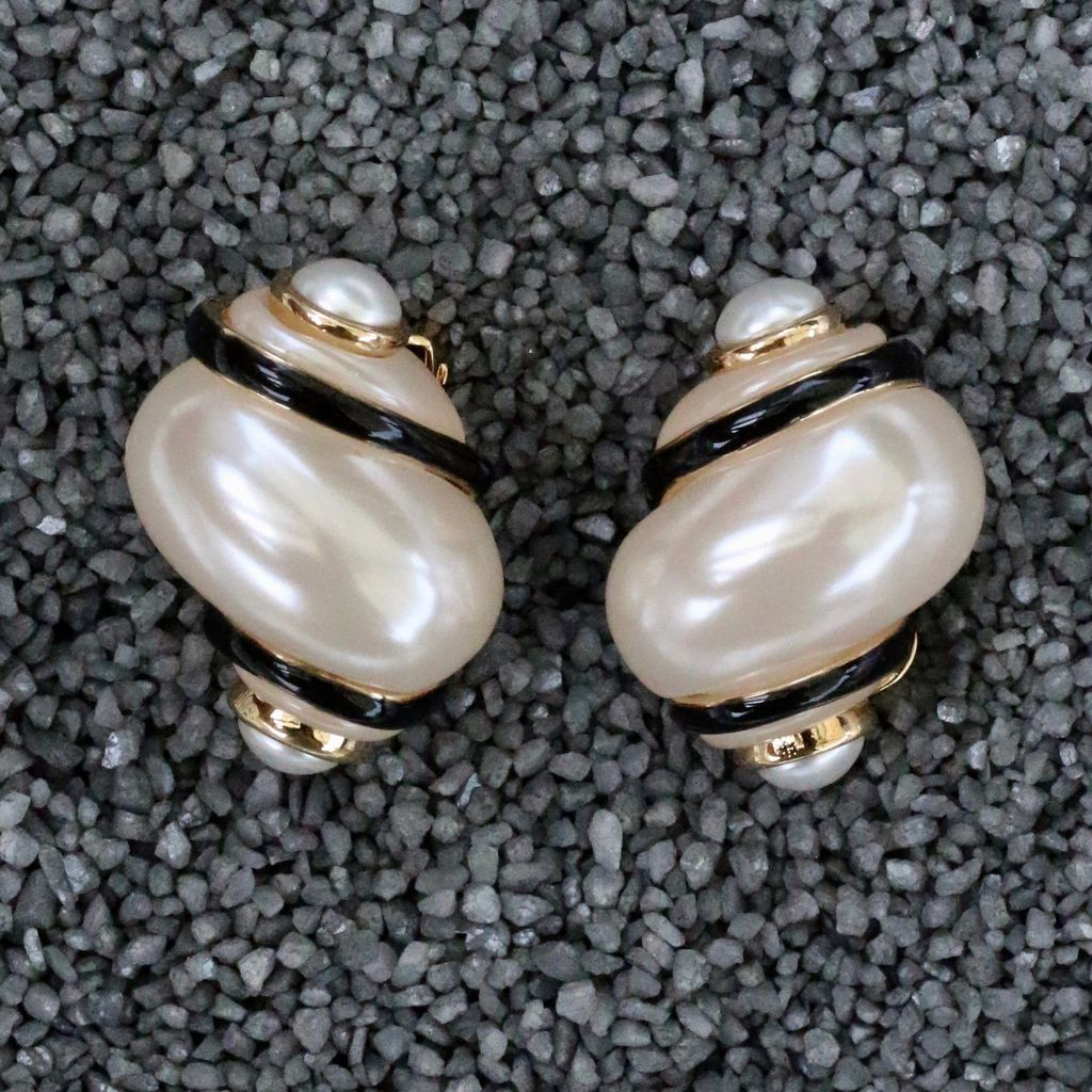 Jewelry VCExclusives: Shell with Black