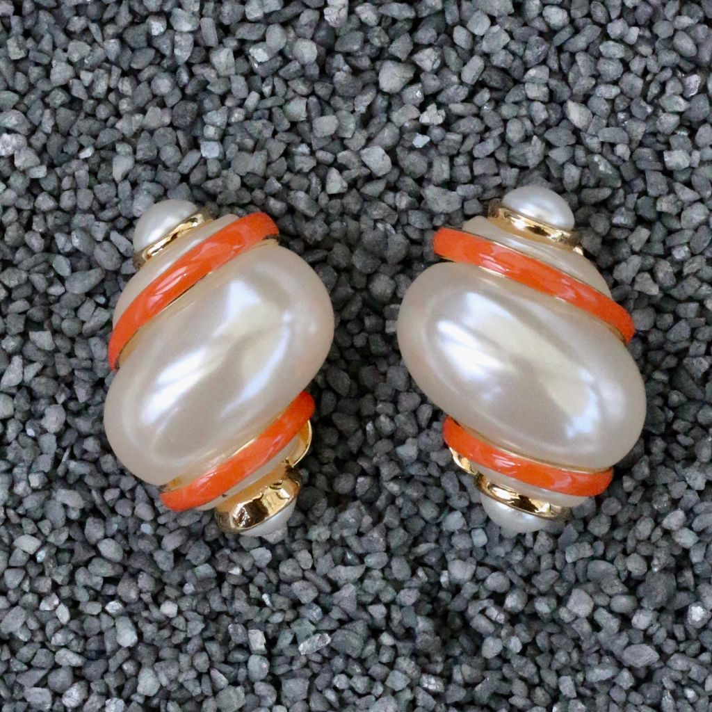 Jewelry VCExclusives: Shell with Coral