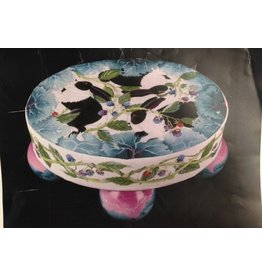 Fleur de Paris Bunny in Cabbages w/ Ivy and Berry sides <br />